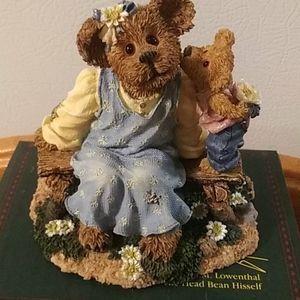 Momma McBruin with Munchkin figurine